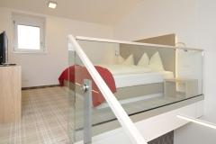 Galerie_Hotelzimmer_Chrysantihof_Vierzueins_Design