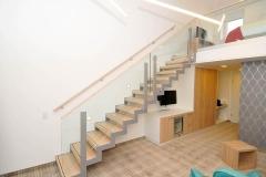 Treppe_Hotelzimmer_Chrysantihof_Vierzueins_Design