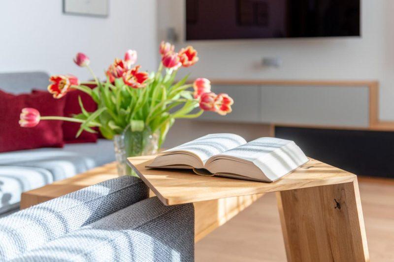 Beistelltisch_Wohnzimmerumbau_Haussanierung_Vierzueins_Design