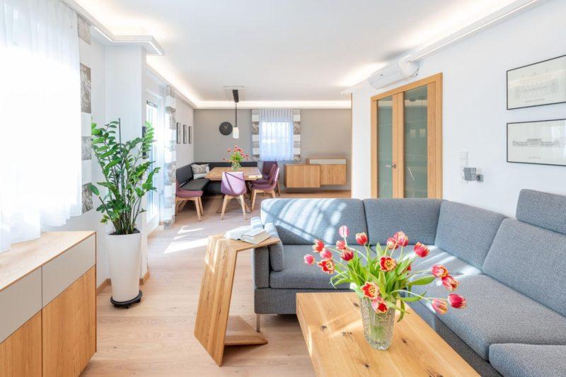 Couch_Wohnzimmerumbau_Haussanierung_Vierzueins_Design