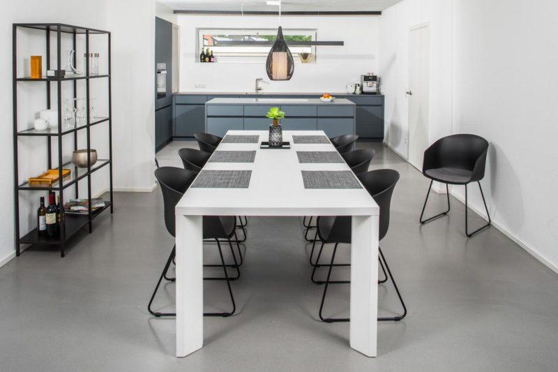 Esstisch_Wohnhaussanierung_Vierzueins_Design