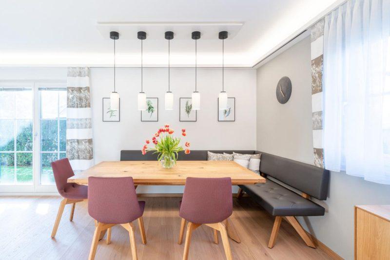 Esstisch_Wohnzimmerumbau_Haussanierung_Vierzueins_Design