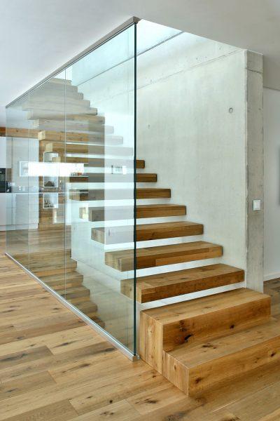 Treppe_Wohnhaus_Neubau_Vierzueins_Design