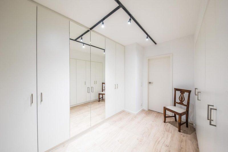 begehbarer_Kleiderschrank_Wohnhaussanierung_Vierzueins_Design